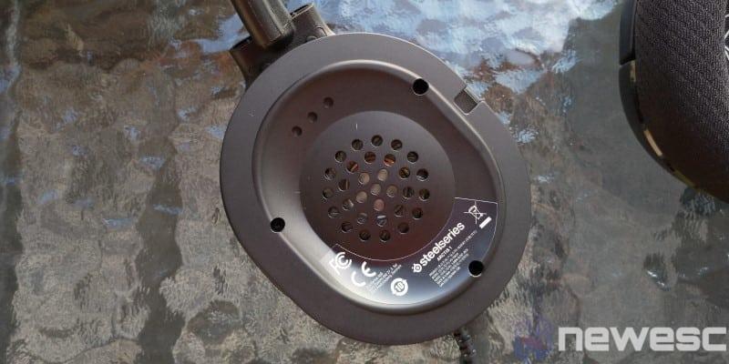 Arctis1 Speaker